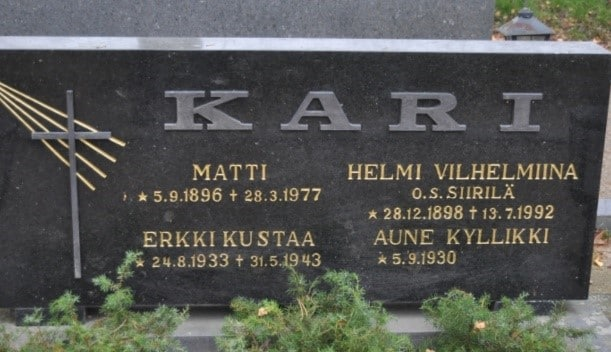 Finland Genealogy by popular US online genealogists, Price Genealogy: image of a Finnish headstone.