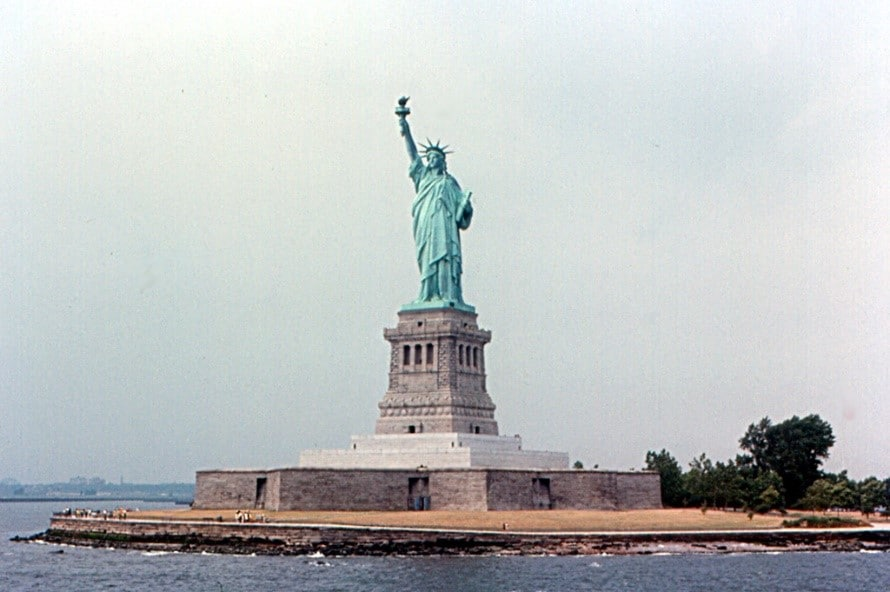 Immigrant Research by popular US online genealogists, Price Genealogy: image of the Statue of Liberty.