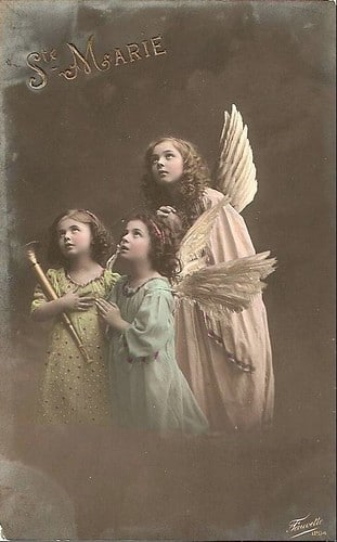 Children Who Died Young by popular US online genealogists, Price Genealogy: image of a vintage photo of three young girls dressed up as angels.