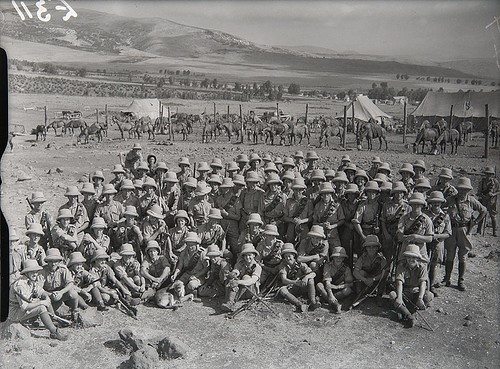 World War 2 by popular US online genealogists, Price Genealogy: black and white image of US soldiers during World War 2.