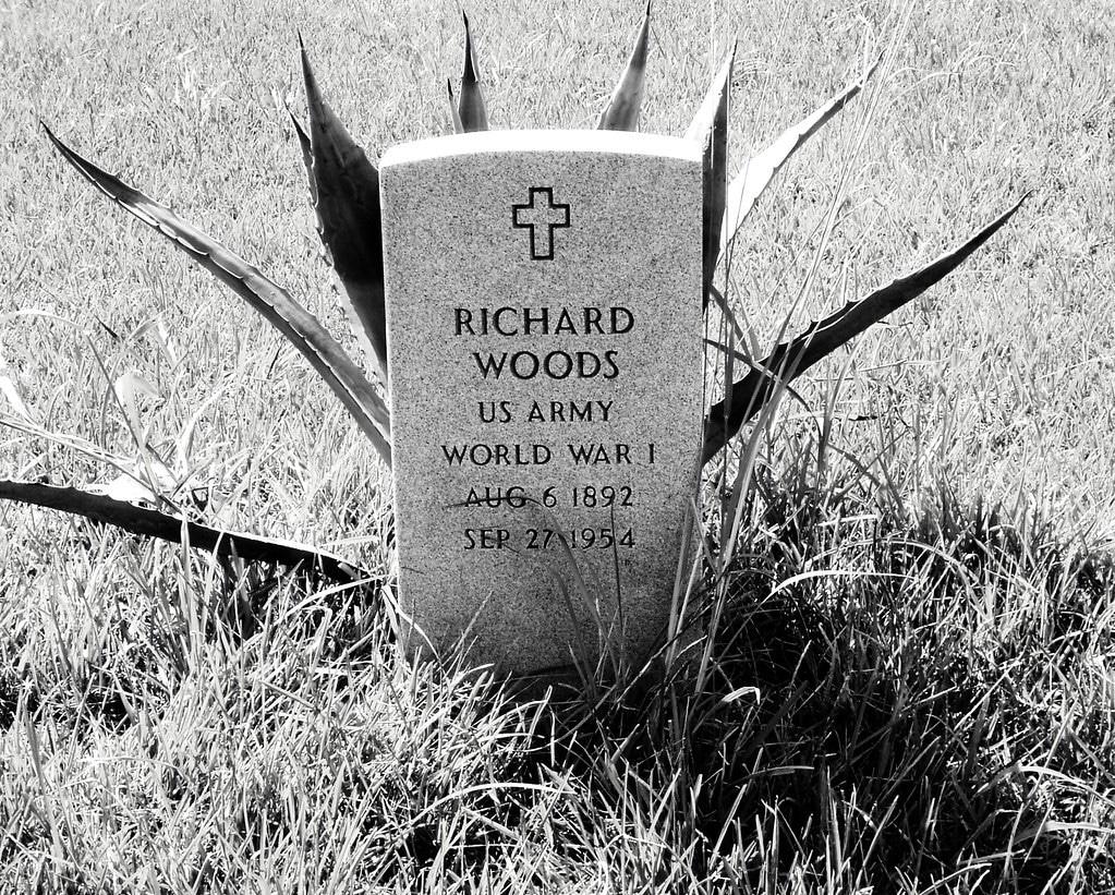 World War 2 by popular US online genealogists, Price Genealogy: image of a World War 2 veteran headstone.